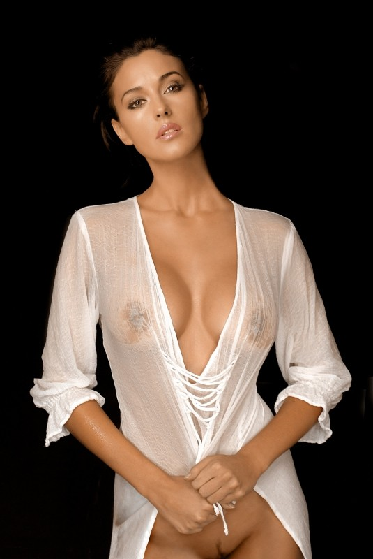 Monica Bellucci naked celebrity pictures