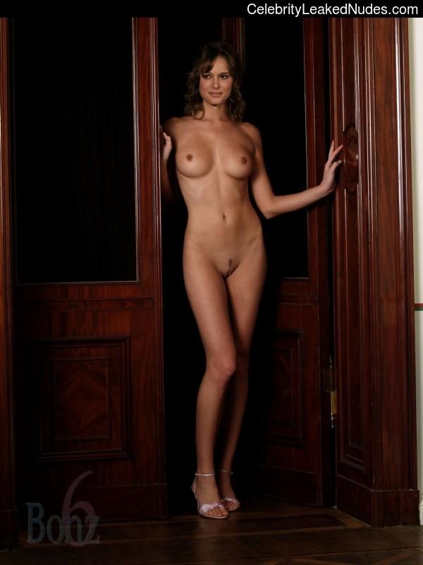 Hot Naked Celeb Natalie Portman 1 pic