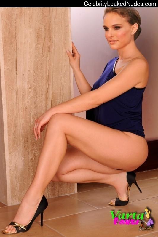 Hot Naked Celeb Natalie Portman 11 pic