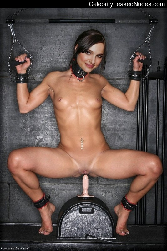 Hot Naked Celeb Natalie Portman 10 pic