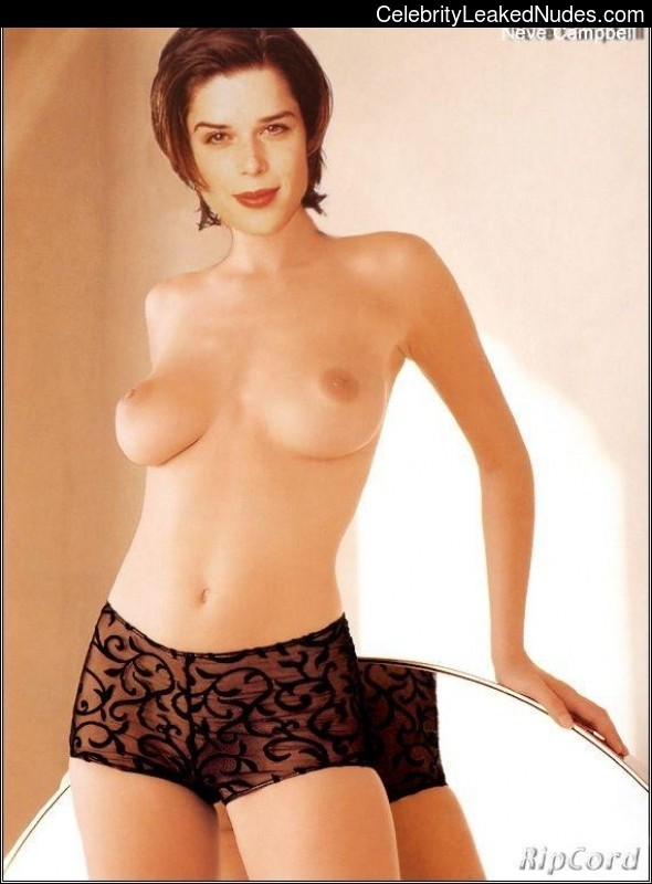 Real Celebrity Nude Neve Campbell 18 pic