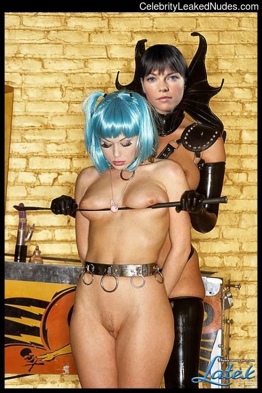 Famous Nude Nicole De Boer 8 pic