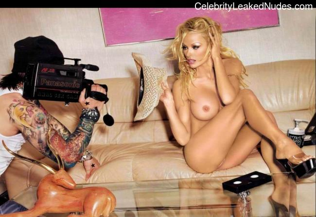 Free nude Celebrity Pamela Anderson 10 pic
