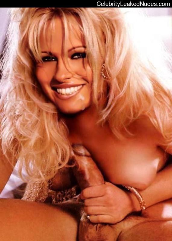 Nude Celeb Pamela Anderson 27 pic