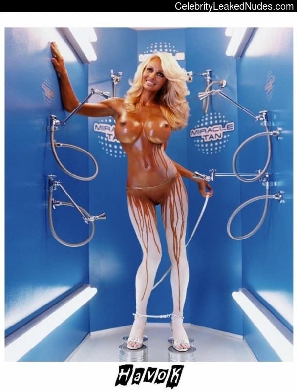 nude celebrities Pamela Anderson 16 pic