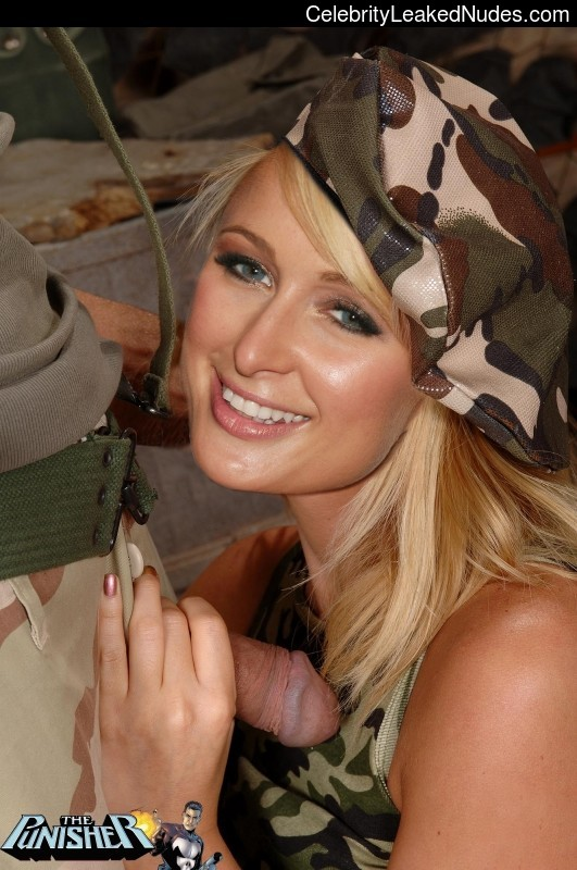 Nude Celeb Paris Hilton 21 pic