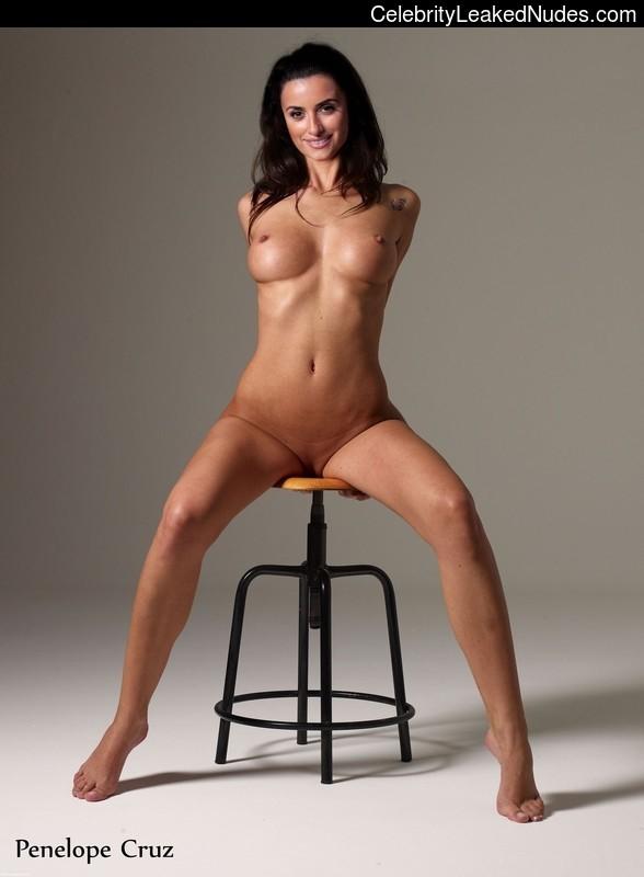 naked Penelope Cruz 11 pic