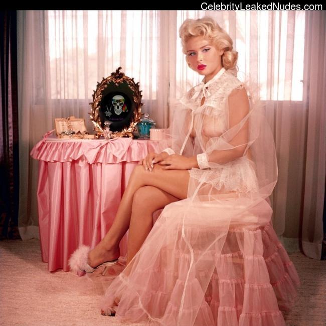 Real Celebrity Nude Renee Olstead 3 pic