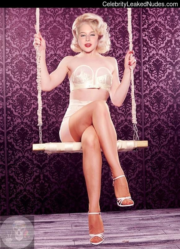 Free Nude Celeb Renee Olstead 12 pic