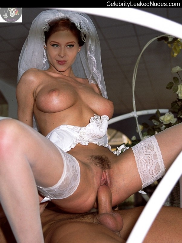 naked Renee Olstead 5 pic