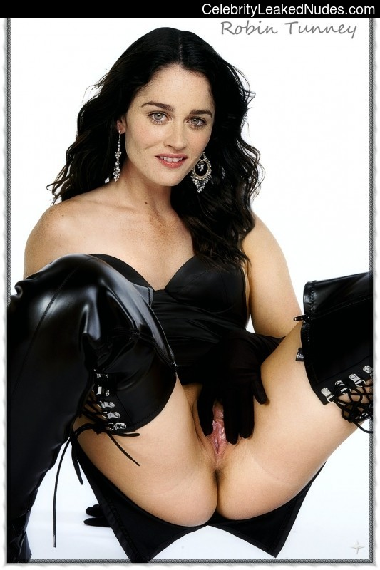 naked Robin Tunney 30 pic