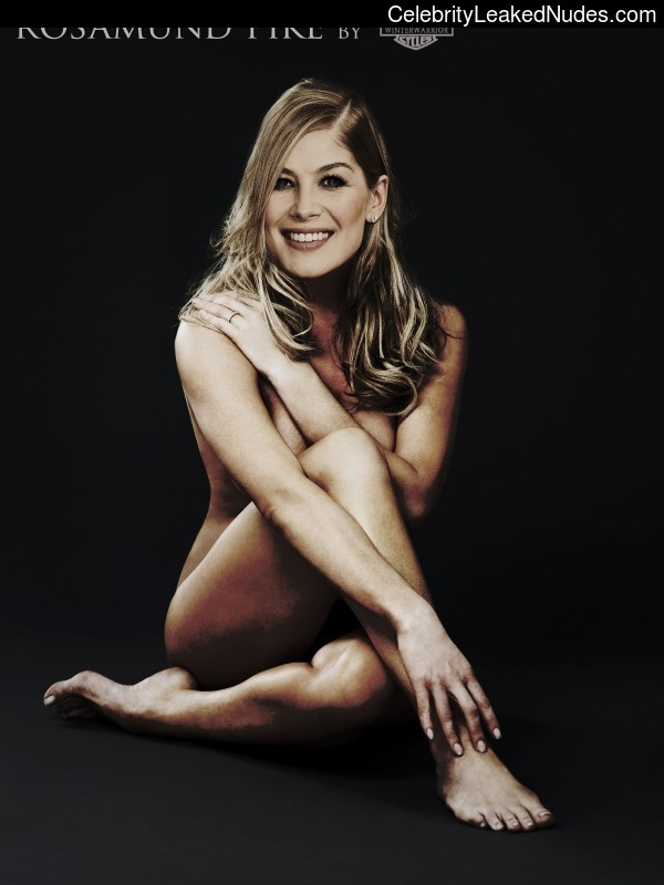 Rosamund Pike nude celebrity pictures