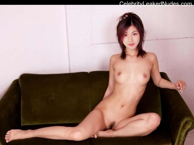 Naked celebrity picture Ryoko Hirosue 9 pic