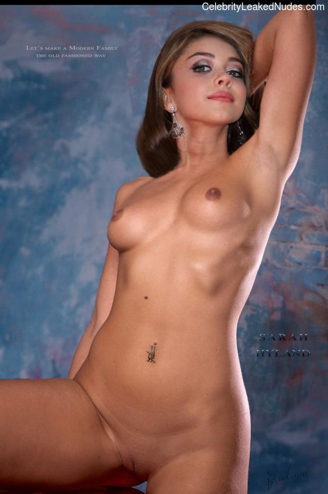 Free nude Celebrity Sarah Hyland 4 pic