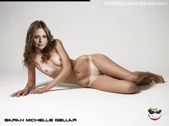 celeb nude Sarah Michelle Gellar 18 pic