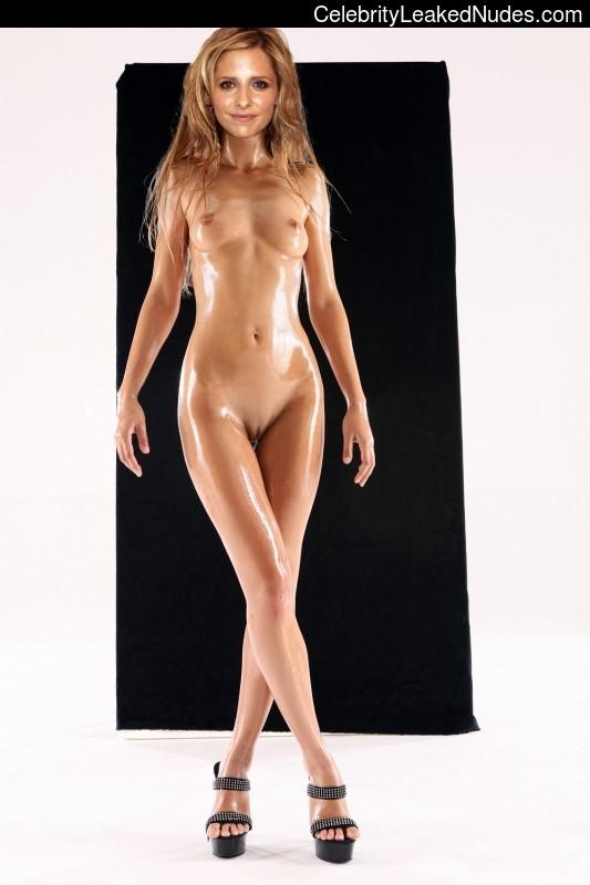 celeb nude Sarah Michelle Gellar 5 pic
