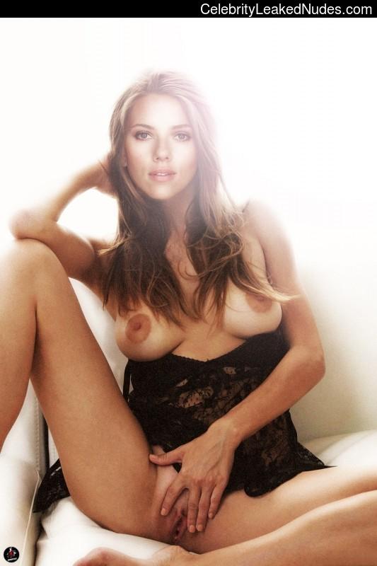 Free nude Celebrity Scarlett Johansson 17 pic
