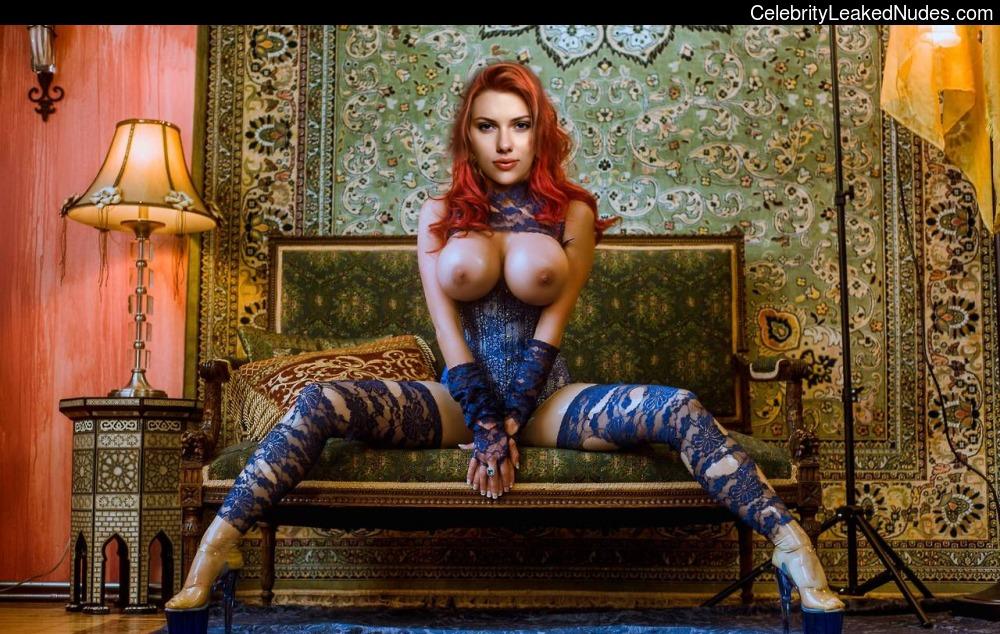 Famous Nude Scarlett Johansson 18 pic