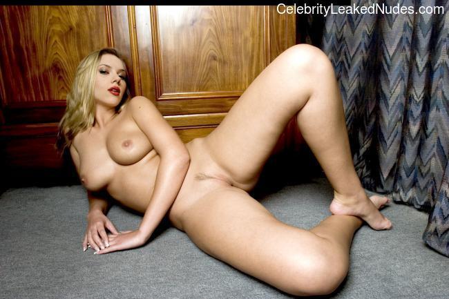 naked Scarlett Johansson 12 pic