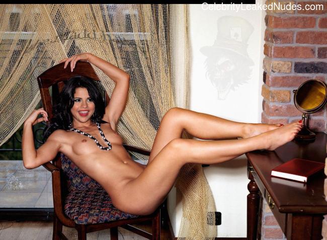 Naked Celebrity Pic Selena Gomez 21 pic
