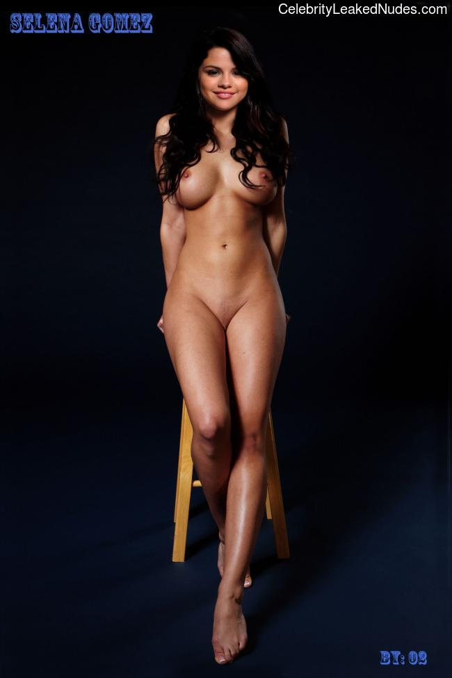 Free nude Celebrity Selena Gomez 18 pic