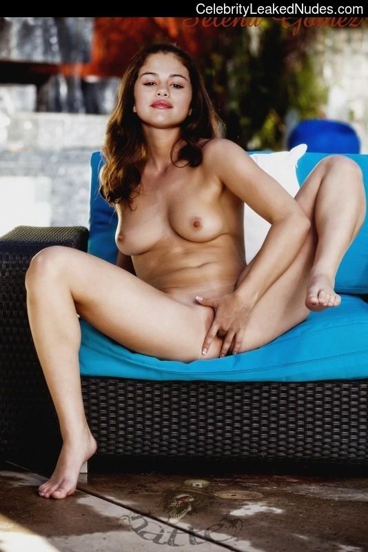 Hot Naked Celeb Selena Gomez 1 pic