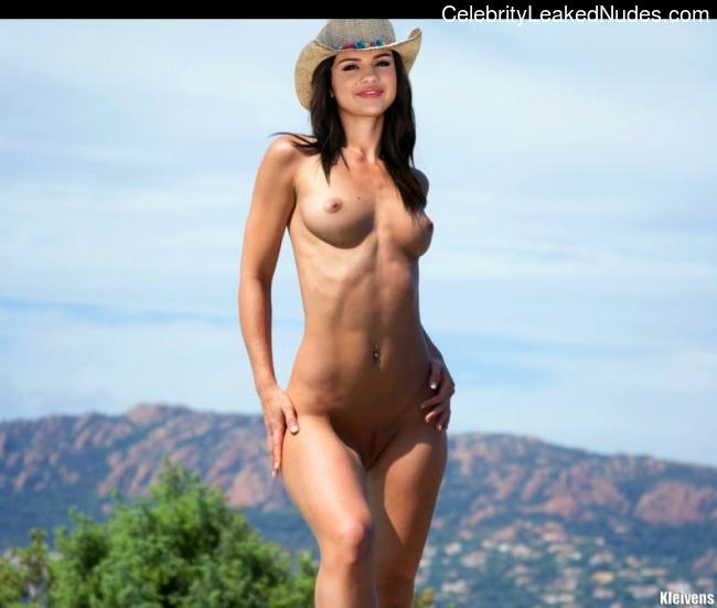 Celebrity Leaked Nude Photo Selena Gomez 24 pic