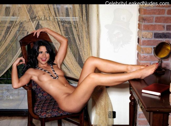 Free nude Celebrity Selena Gomez 25 pic