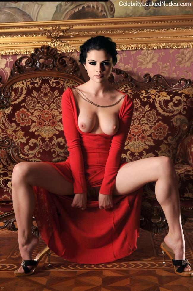 Selena Gomez nude celebrity