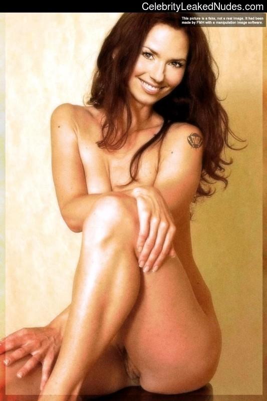 twain free of nude photos shania