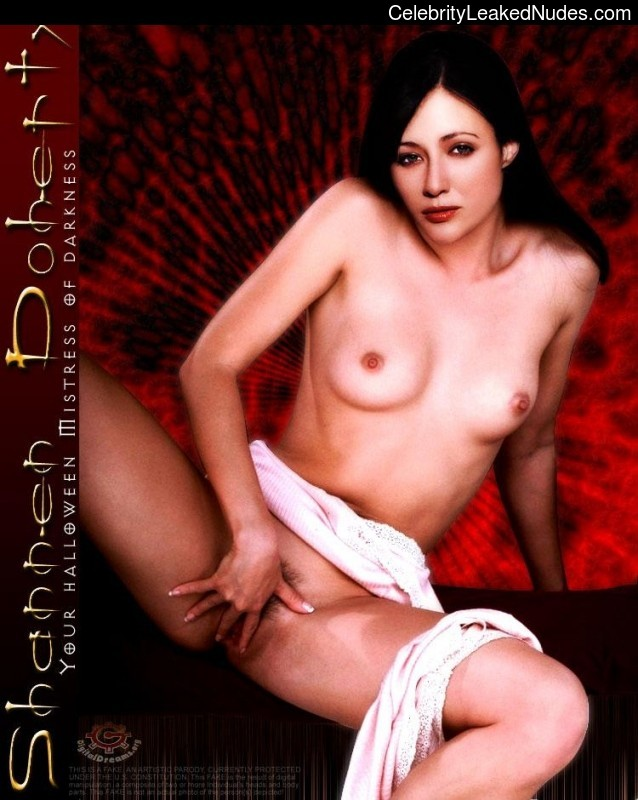 Naked Celebrity Shannen Doherty 3 pic