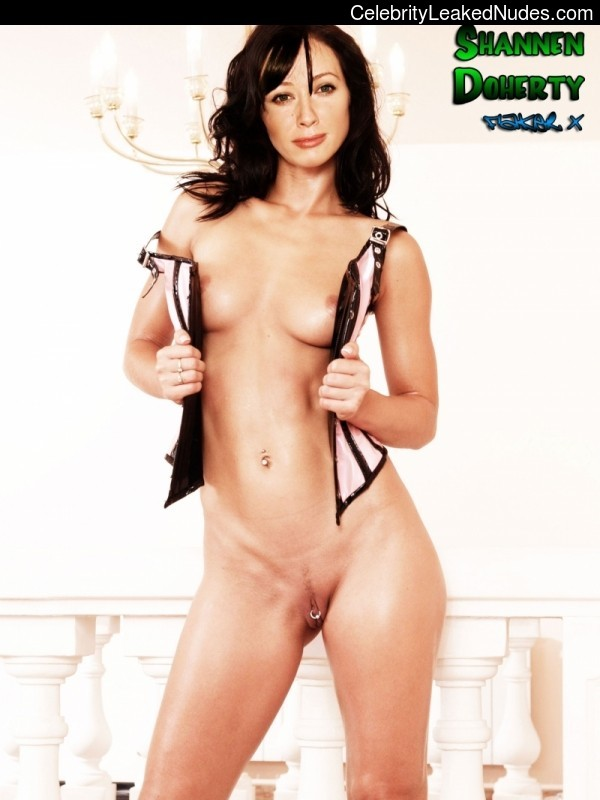 Naked celebrity picture Shannen Doherty 10 pic