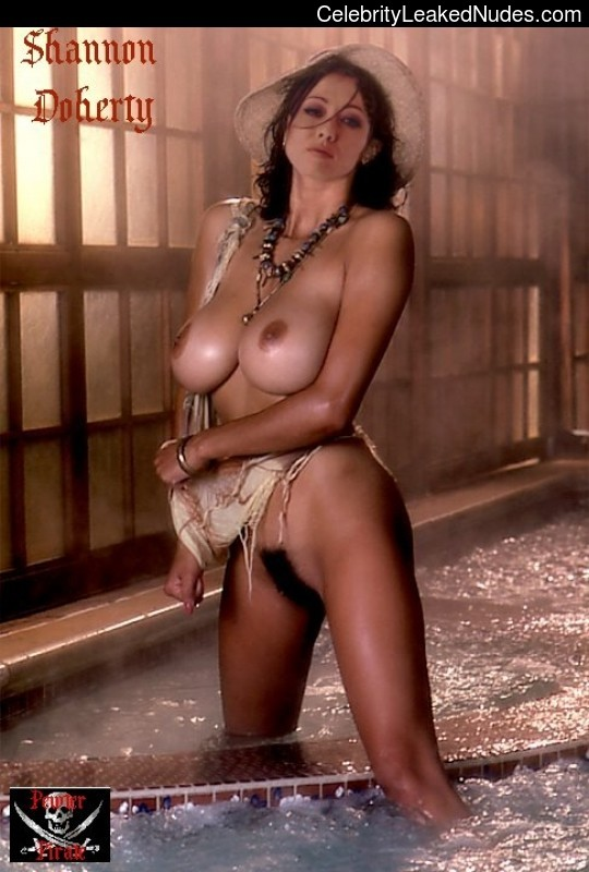 Naked Celebrity Pic Shannen Doherty 23 pic