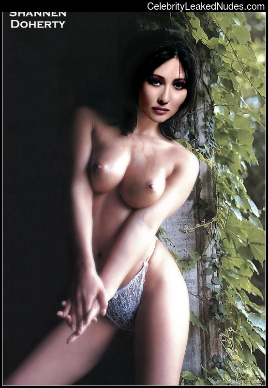 Naked Celebrity Pic Shannen Doherty 26 pic