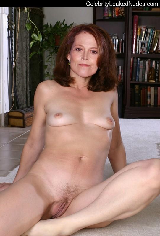 naked twin woman sucking dick