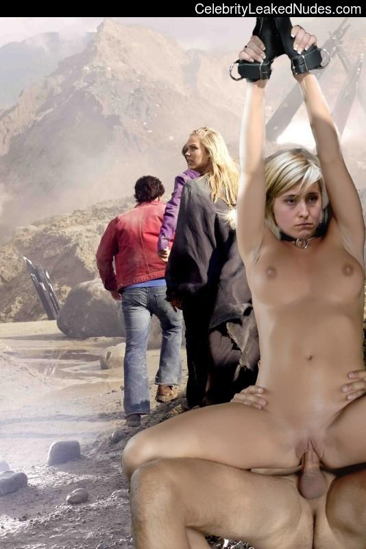 Celeb Nude Smallville 3 pic