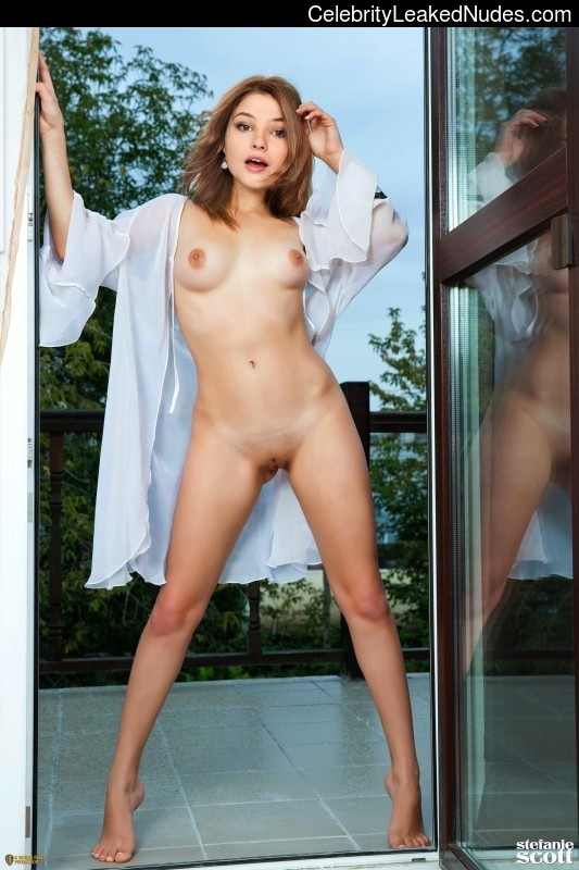 Naked Celebrity Pic Stefanie Scott 11 pic