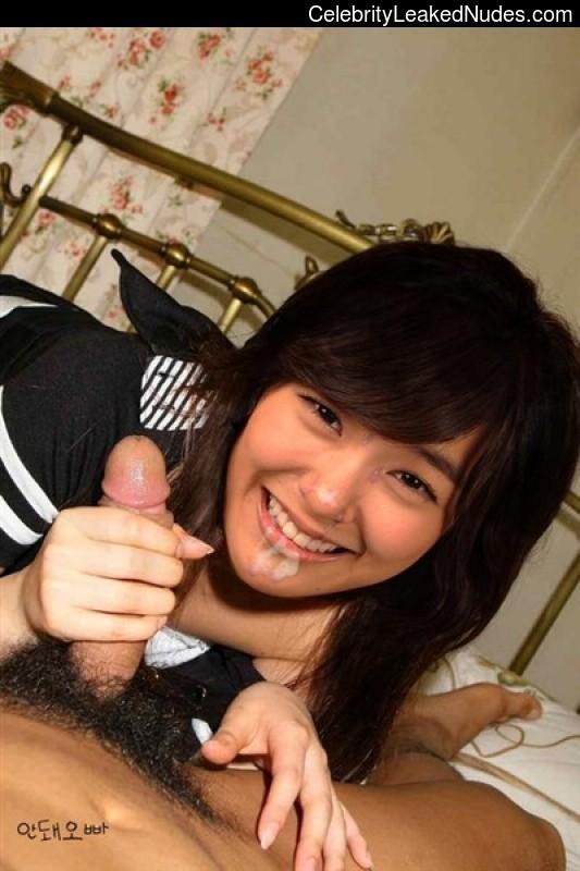 Hot Naked Celeb Stephanie Hwang 24 pic