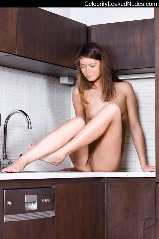 Free Nude Celeb Summer Glau 5 pic