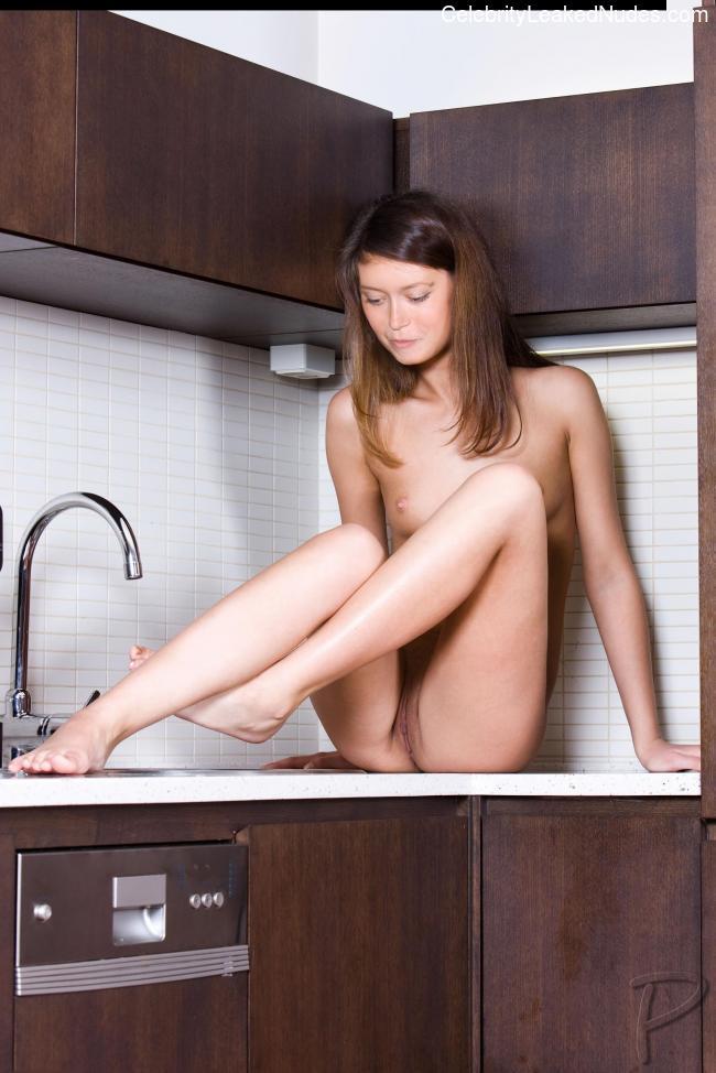 Famous Nude Summer Glau 5 pic