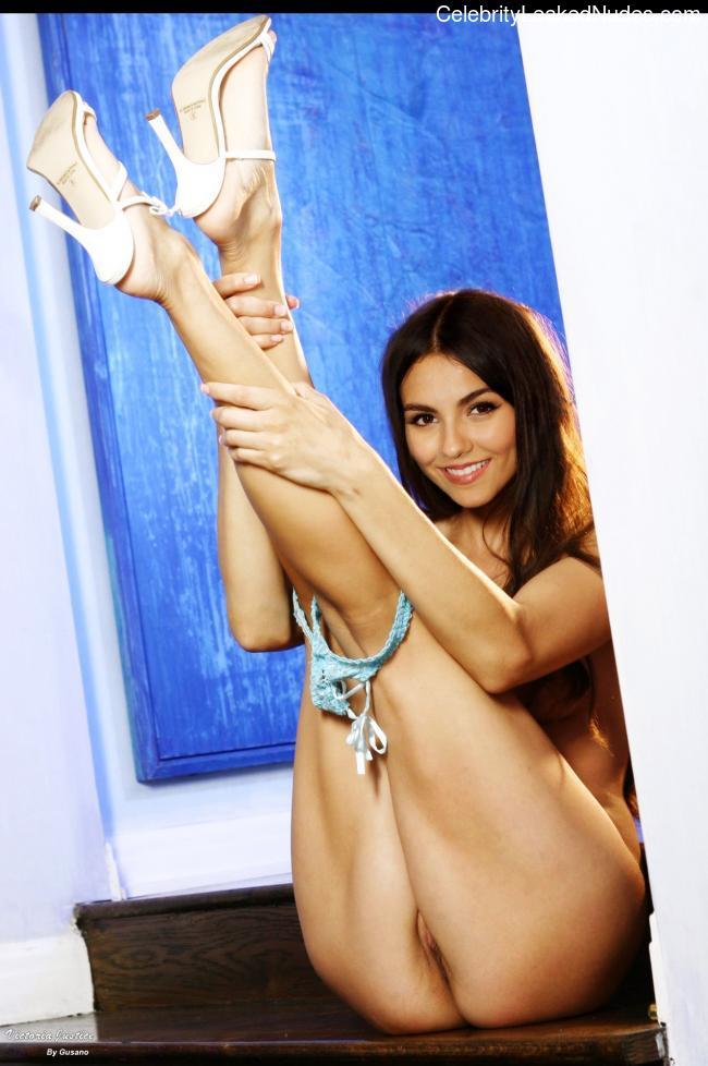 Free Nude Celeb Victoria Justice 22 pic