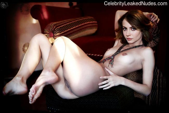Naked celebrity picture Willa Holland 8 pic