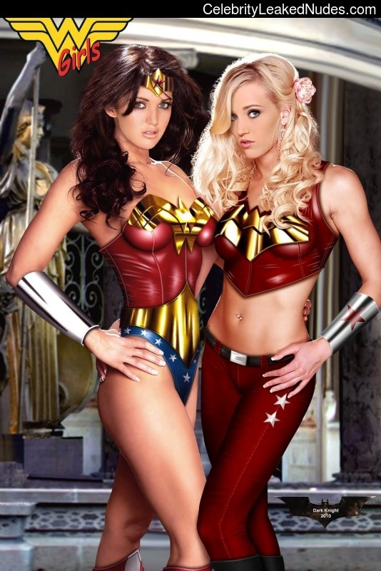 Nude Celebrity Picture Wonder Woman 29 pic