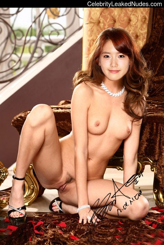 Naked Celebrity Pic Younha 15 pic