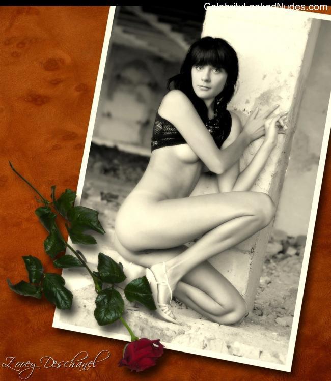 Free nude Celebrity Zooey Deschanel 25 pic