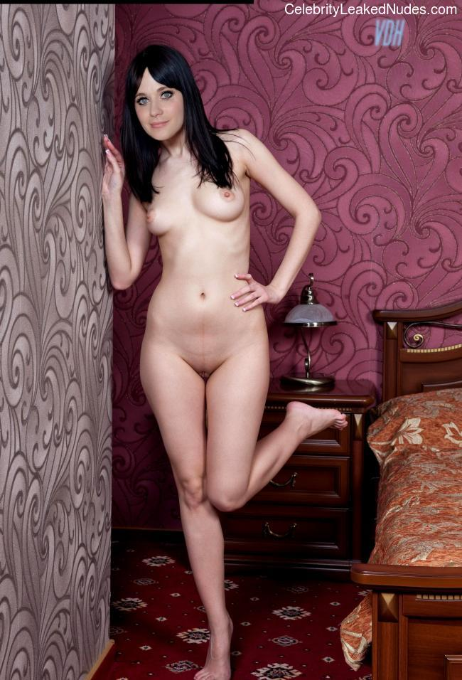 naked Zooey Deschanel 8 pic