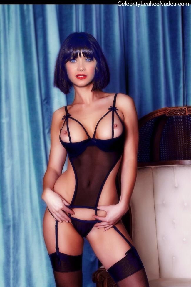celeb nude Zooey Deschanel 5 pic