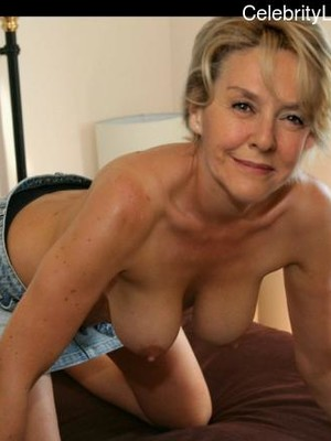 Amanda Ryan  nackt