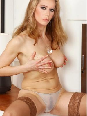 Portia De Rossi  nackt