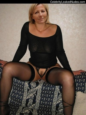 Kelly  nackt Claire Full Frontal